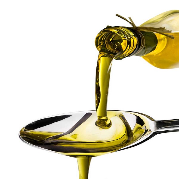 28 08 201314 44Olive oil poured from  Рапсовое масло: вред и польза