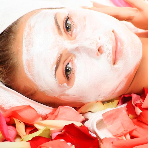 face mask © Andrey Kiselev 14586136 1024x682 Маски для лица из сметаны