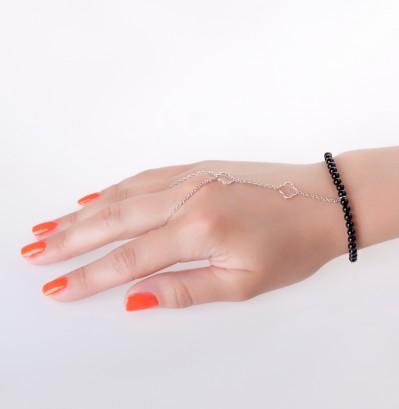 Серебряный слейв-браслет с ониксом (3 390 руб.)