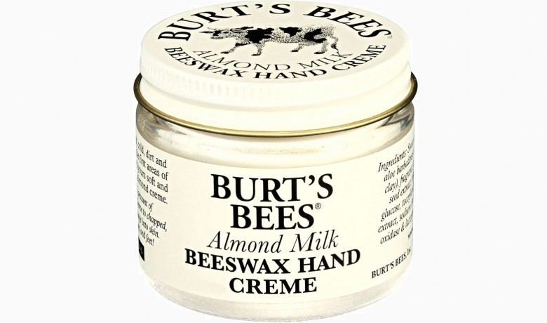 Крем для рук Almond Milk Beeswax Hand Crème от Burts Bees 790 руб. 780x460 Спи, наша радость! 8 бьюти мелочей для отличного сна