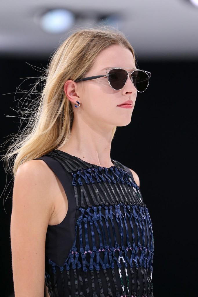 Christian Dior весна 2015 683x1024 Какие украшения надеть на собеседование, чтобы получить работу мечты