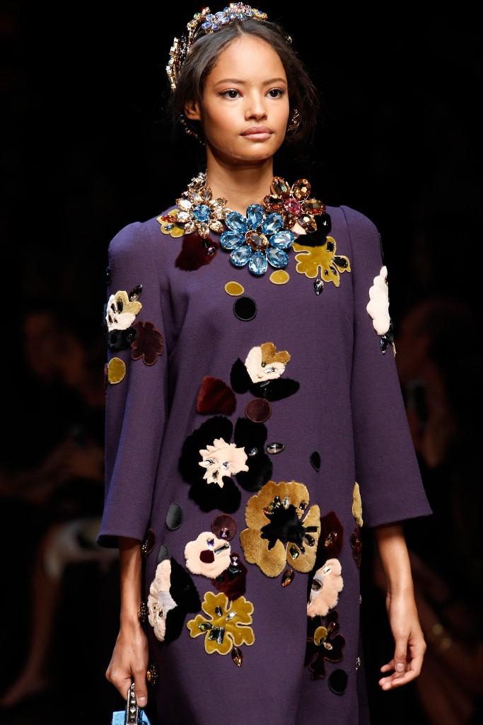 Dolce Gabbana осень зима 2014 2015 683x1024 Какие украшения надеть на собеседование, чтобы получить работу мечты