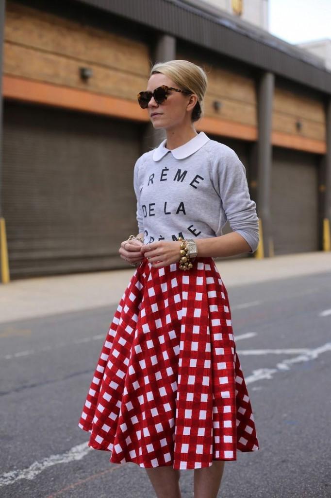 Street style 682x1024 5 идей, как носить юбки зимой  и не замерзнуть