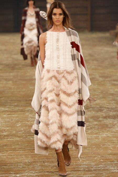 Chanel Pre Fall 2014 1 Заверните и не трогайте до весны:<br/> как и с чем носить пальто плед
