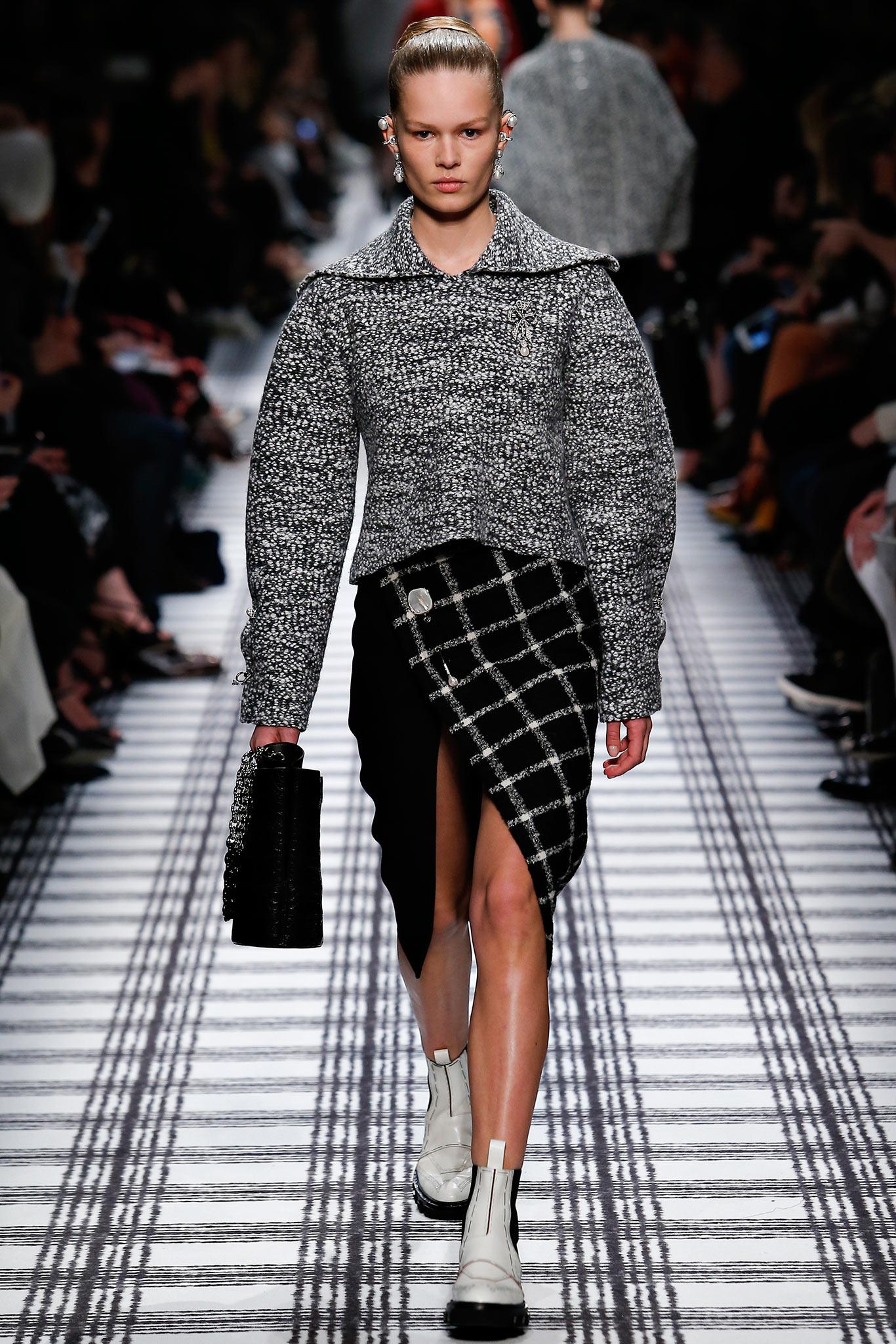 Balenciaga осень зима 20152016 Неделя моды в Париже: во что превращаются показы сегодня?