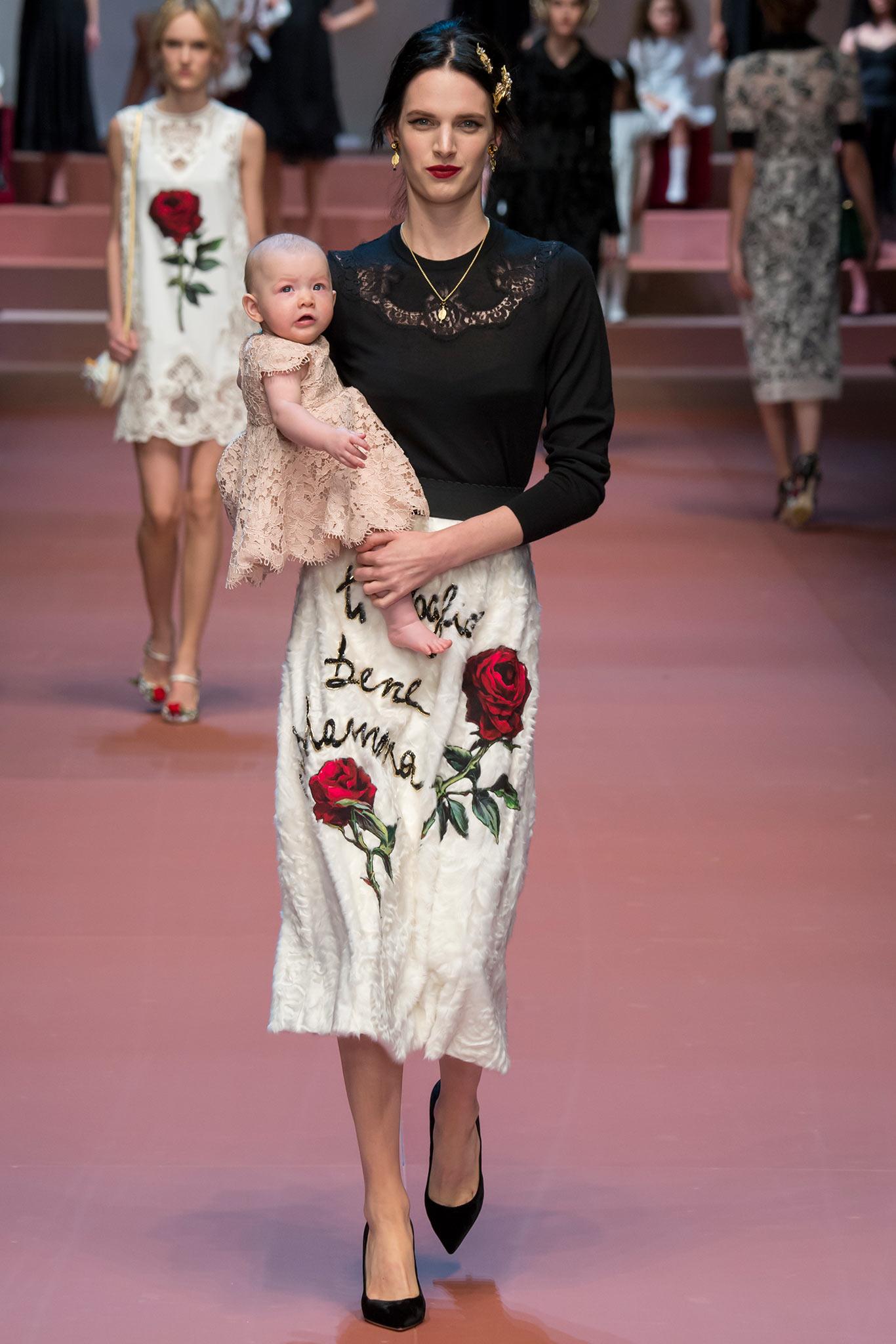 DOL 0283 Viva la Mamma: <br/> молодые мамы на показе Dolce & Gabbana