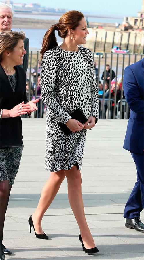 Kate Middleton Duchess Cambridge Visits Margate 5gBIxAmf65gx Почему герцогиня Кэтрин так экономит на гардеробе