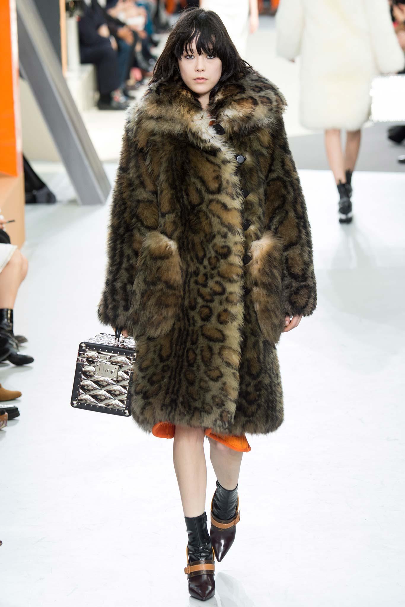 Louis Vuitton осень зима 20152016 Неделя моды в Париже: во что превращаются показы сегодня?