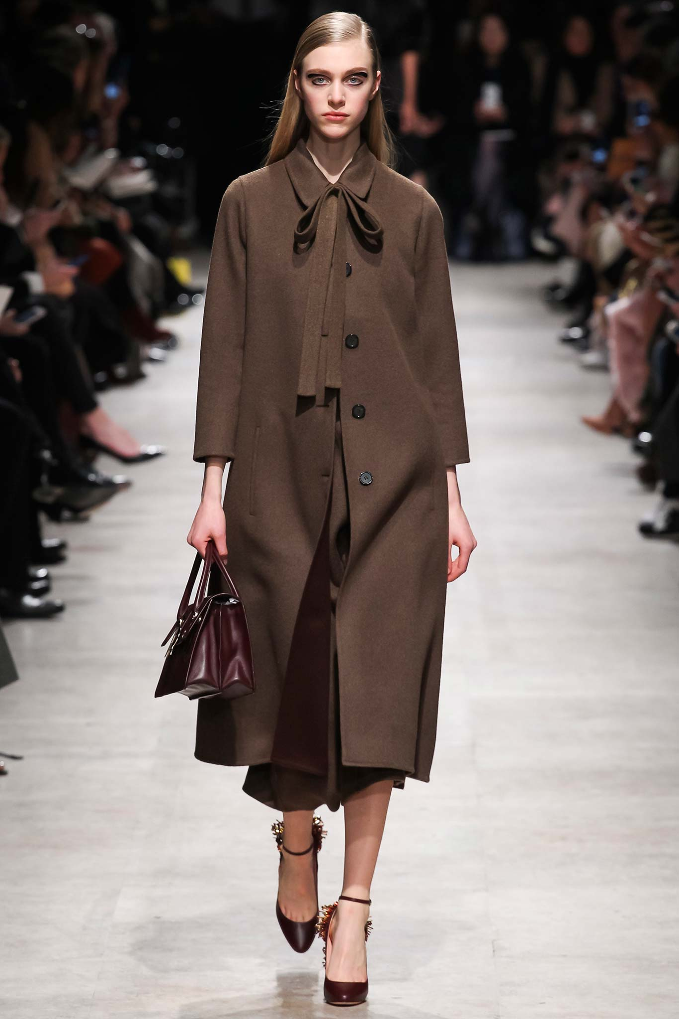 Rochas осень зима 20152016 Неделя моды в Париже: во что превращаются показы сегодня?