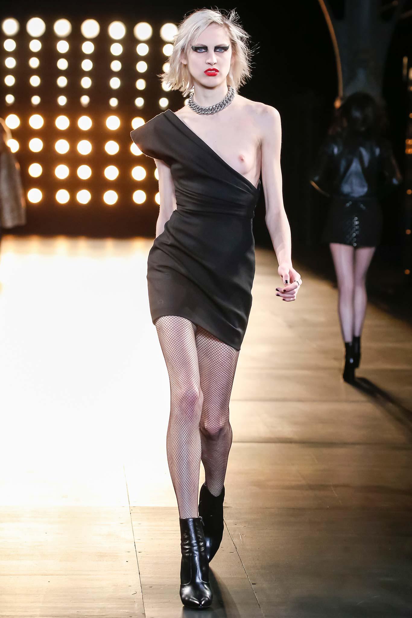 Saint Laurent осень зима 20152016 Неделя моды в Париже: во что превращаются показы сегодня?