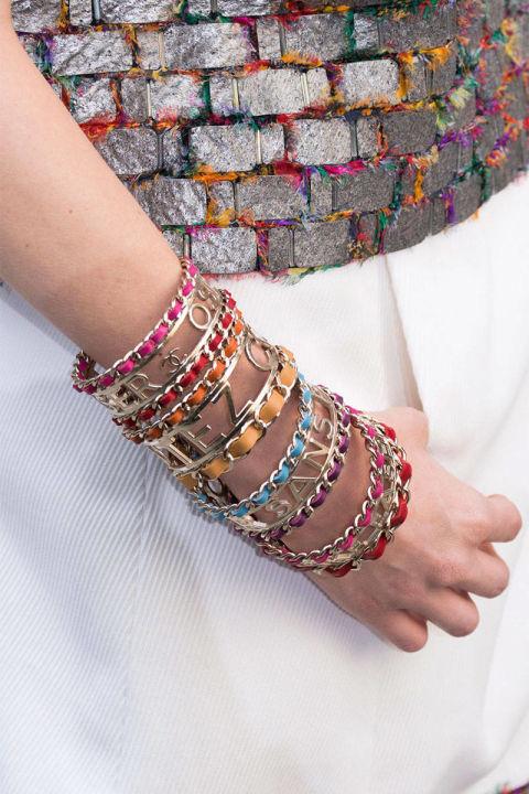4 The slogan bracelet at Chanel 1 5 главных украшений базового ювелирного «гардероба»
