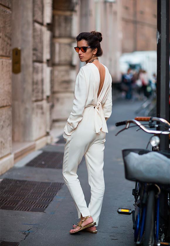 Белый цвет с леопардовым принтом и золотыми украшениями  С чем носить белые вещи, чтобы не выглядеть как медсестра или невеста