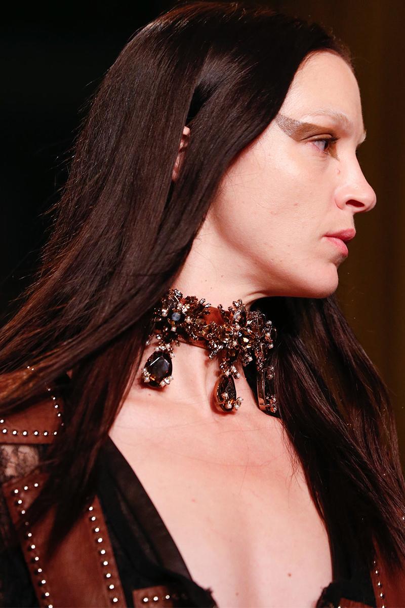 1.2 givenchy Как носить массивные ожерелья