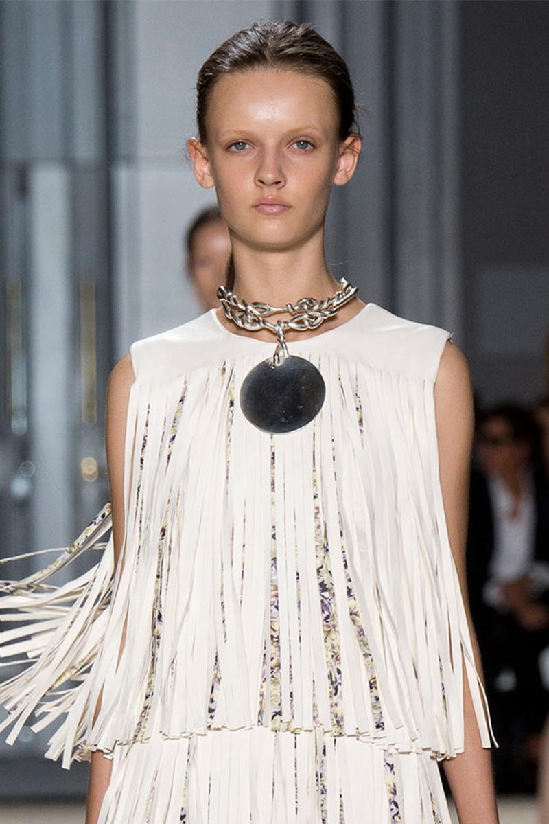 2.4 giambattista valli Как носить массивные ожерелья