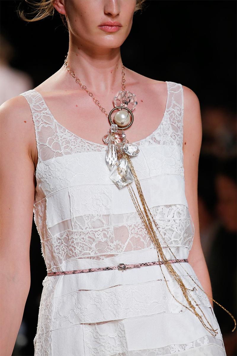 3.2 Nina Ricci Как носить массивные ожерелья
