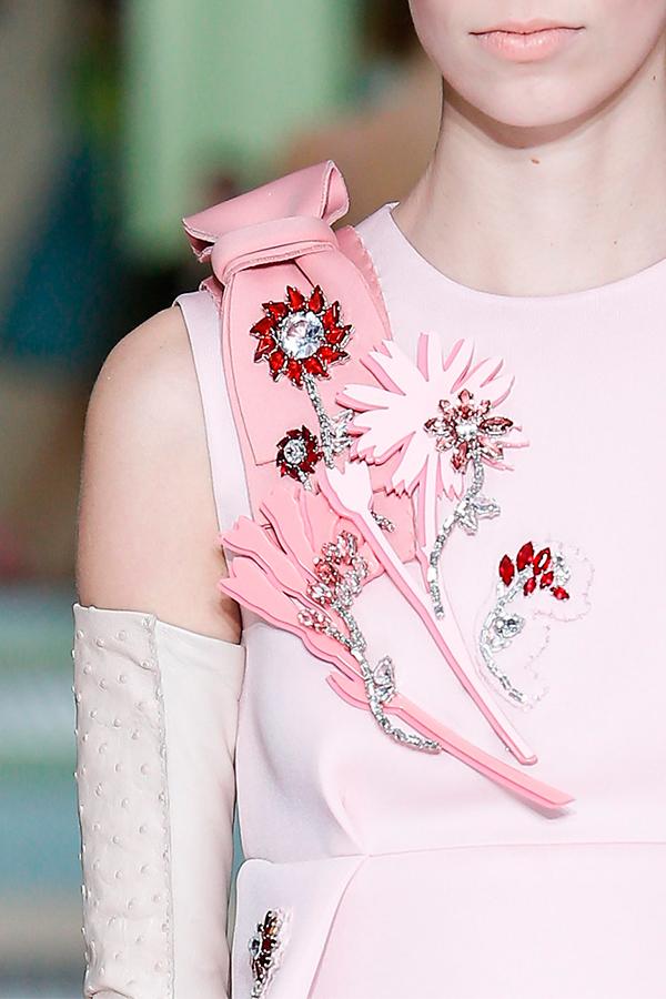 1 Prada Fall 2015 1 Как носить брошь