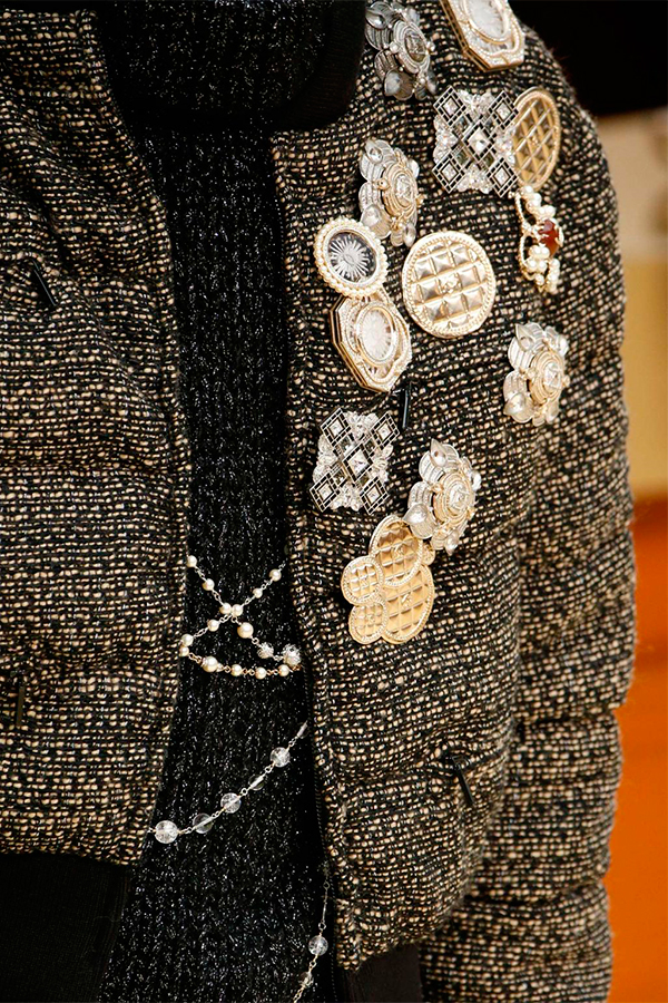 1 chanel fall 2015 Как носить брошь