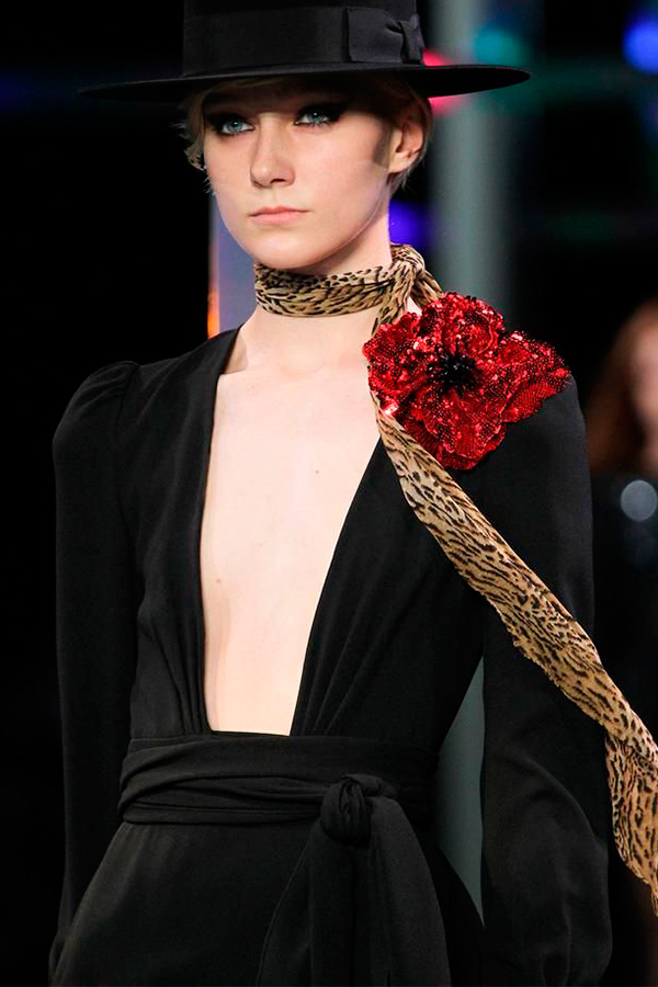 2 Saint Laurent Spring 2015 Ready to Wear Как носить брошь