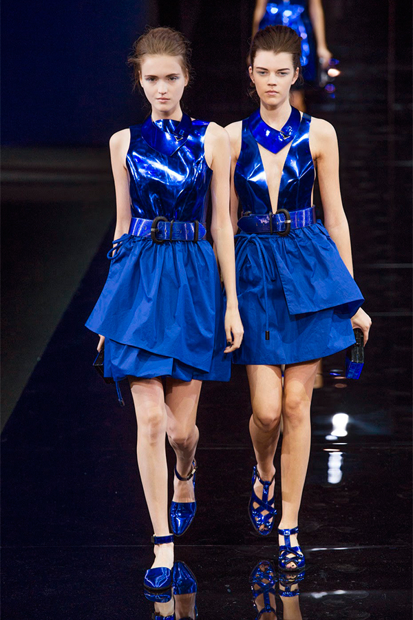Emporio Armani весна лето 2015 Как носить синий, самый модный оттенок этого лета