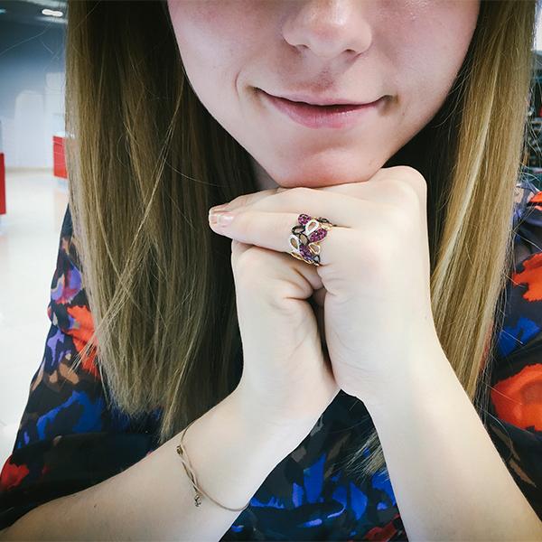 Золотое кольцо SL с бриллиантами и рубинами
