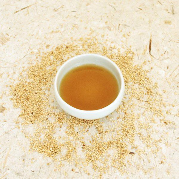 убрать надпись Кунжутное масло для лица. 5 рецептов масок с кунжутным маслом