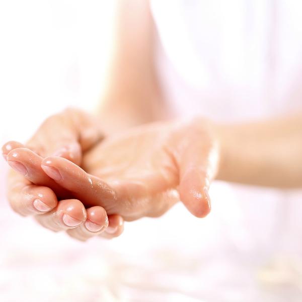 Репейное масло: применение для лица, ногтей, ресниц. 10 рецептов домашних масок