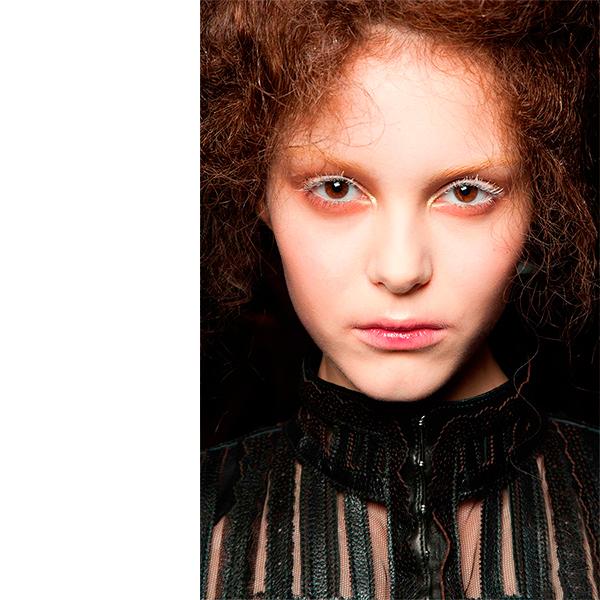 Alexander McQueen Мнение визажиста: какой мейк выбрать для новогодней вечеринки