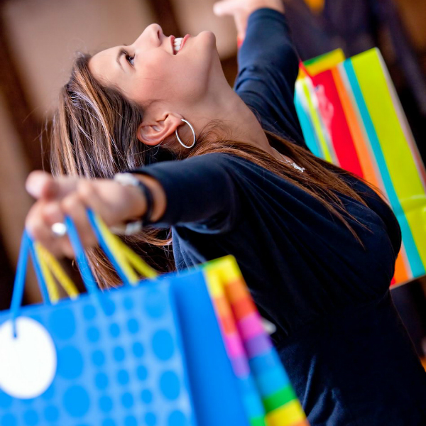 1386689991 07 happy woman at a shopping center holding bags with arms open 6675 Как восстановить душевное равновесие?