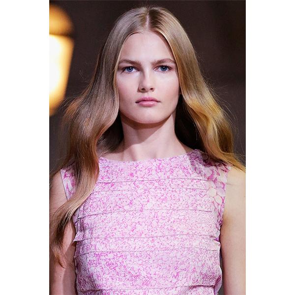 2 Carolina Herrera 5 самых модных причесок весны 2016