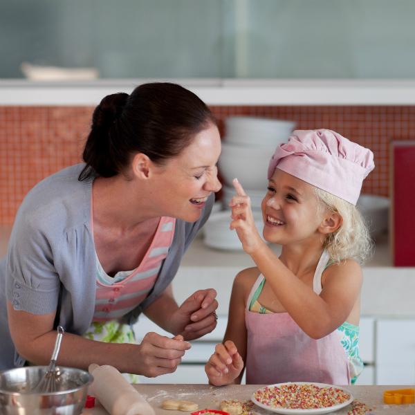freeimageworks com family in the kitchen  9  Как родителям правильно воспитывать детей после развода?