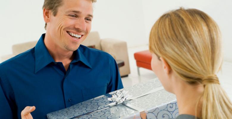 Как подтолкнуть мужчину сделать подарок