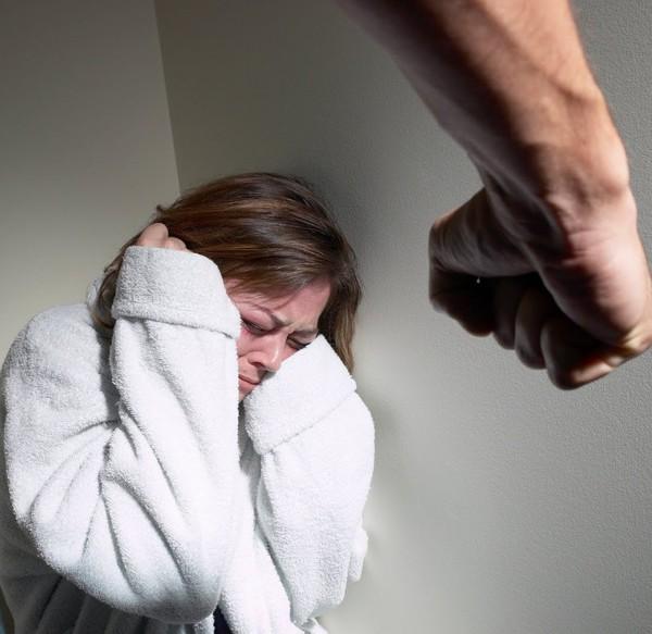 бытовой стокгольмский синдром в семейных отношениях