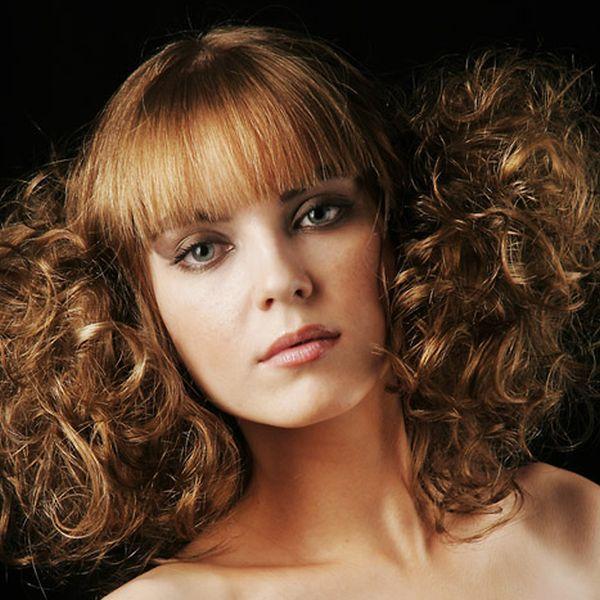 Действие плоек и химических средств негативно влияет на структуру волос