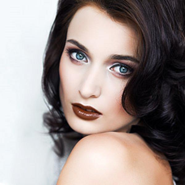 Какой цвет волос выбрать под голубые глаза?