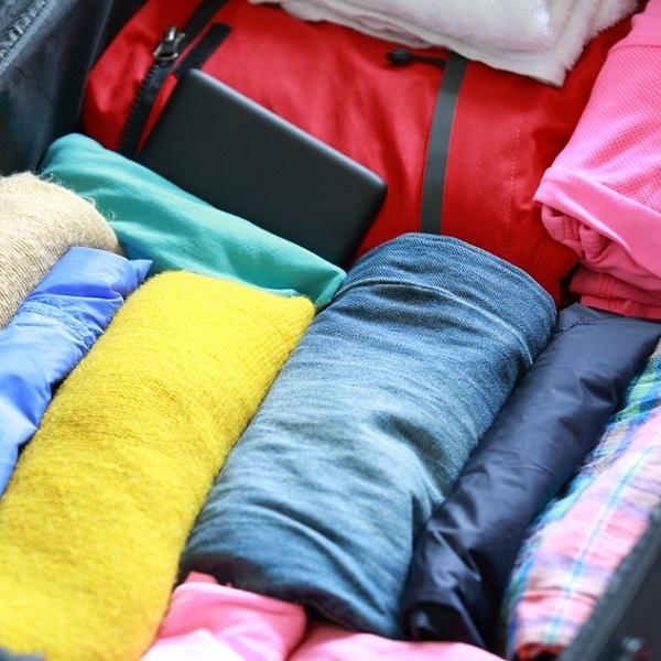 Как сложить пиджак и деловой костюм в дорогу?