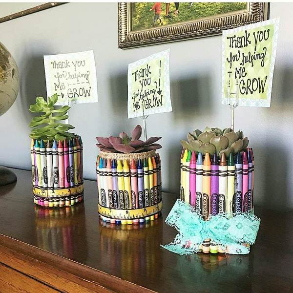 Оригинальный подарок к Новому году учителю от себя лично – подставка для цветов