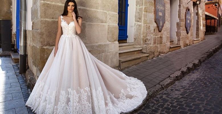 37eced2ebc3 Длинные свадебные платья — фото невест в красивых прямых платьях в ...