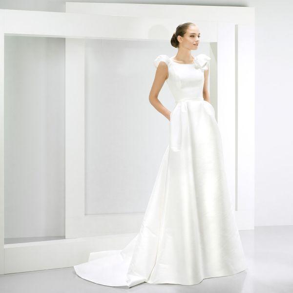 Фото приталенного по фигуре свадебного платья