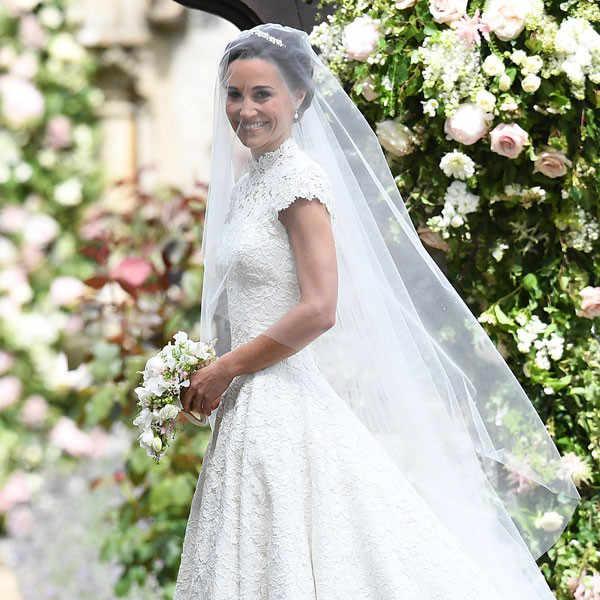 Фото белого строгого свадебного платья