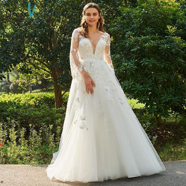 Свадбеное платье с V-образным вырезом