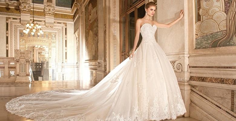 4e0dbeabcdc Свадебные платья со шлейфом — фото пышных кружевных платьев невесты ...