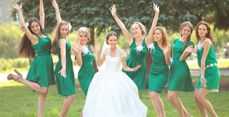 db67b6155ce20b8 Короткое платье на свадьбу — фото девушек в коротких платьях на ...