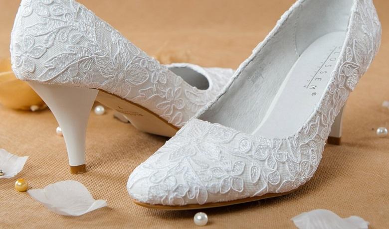5d037b75e Приметы про свадебную обувь — можно ли выходить замуж в босоножках ...