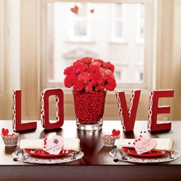 Декорирование помещения и романтический ужин в качестве подарка на 15 лет свадьбы