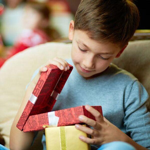 Что подарить детям на 23 февраля?