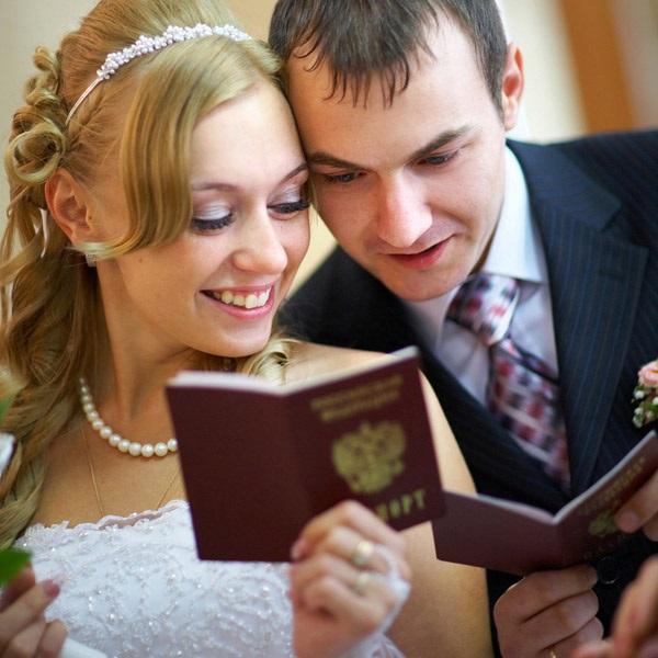 жених и невеста после росписи