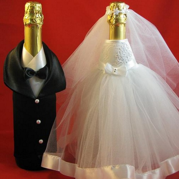 sunmag-4-foto-oformleniya-butylok-na-svadbu-svoimi-rukami Декупаж бутылки шампанского: свадебные своими руками, пошаговое фото, технику как сделать, МК как украсить