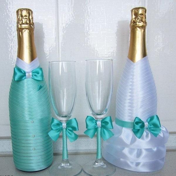 sunmag-6-foto-svadebnyh-butylok-iz-atlasnyh-lent Декупаж бутылки шампанского: свадебные своими руками, пошаговое фото, технику как сделать, МК как украсить
