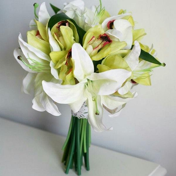 Цветы доставкой, букет невесты лилия