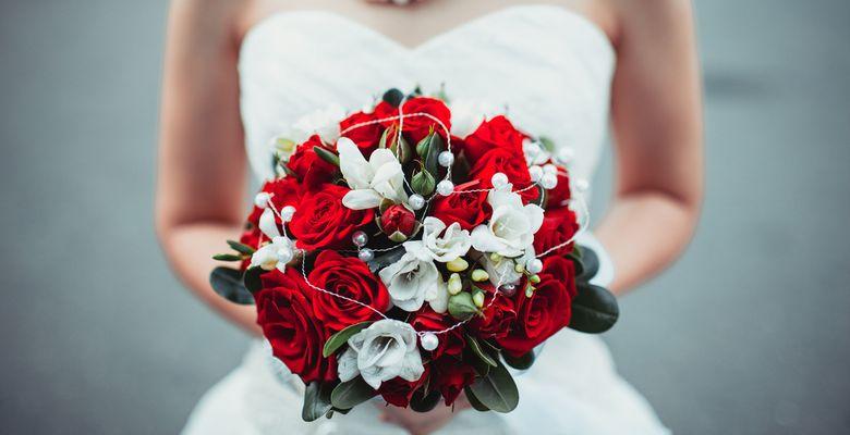 1b0ca7e092f9d73 Красно-белый свадебный букет невесты: составляем идеальную композицию